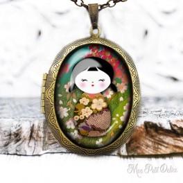 Camafeo-portafoto-vintage-Kokeshi-floral-muñeca-japonesa-cabuchon-cristal-photo-locket-doll-floral-cabochon-glass-tile-bronze