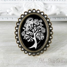 Vintage Black and White Tree Adjustable Oval Ring