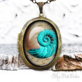 Camafeo-portafoto-relicario-vintage-caracola-fosil-mar-cabuchon-cristal-photo-locket-fossil-shell-sea-cabochon-glass-bronze