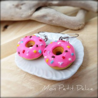 pendientes-donut-rosa-miniatura-fimo-donuts-dulce-miniature-donut-pink-polymer-clay-fimo-dangle-earrings-sweet