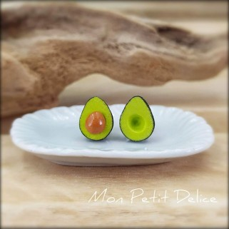 pendientes-aguacate-miniatura-fimo-dulce-miniature-avocado-polymer-clay-fimo-earrings-sweet