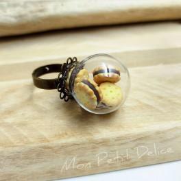 Anillo globo de cristal con galletas en miniatura